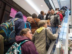 """Reger Andrang in der kürzlich eröffneten """"Mall of Berlin"""" am Leipziger Platz."""