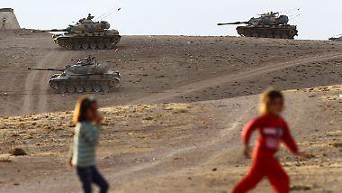 IS rückt auf Kobane vor: Türkische Panzer gehen an der Grenze zu Syrien in Stellung