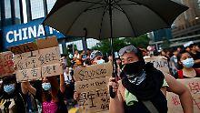 Einen Namen haben die Demonstrationen auch schon bekommen: Regenschirm-Proteste.