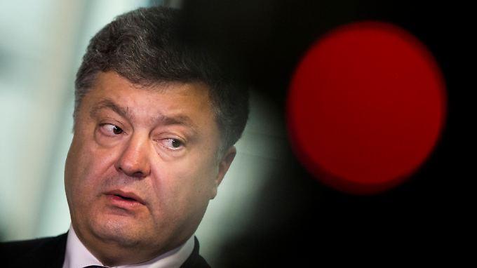 Poroschenko spricht selbst gut Englisch und möchte, dass die Sprache in der Schule als erste Fremdsprache gelehrt wird.