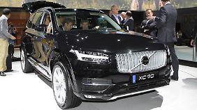 Der Volvo XC90 verfügt über einen Spur- und Kreuzungsbrems-Assistenten, erscheint jedoch erst 2015.