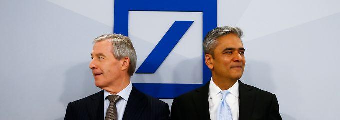 Das wird den Aktionären nicht gefallen: Die beiden Co-Chefs der Deutschen Bank, Jürgen Fitschen (l.) und Anshu Jain (Archivbild).
