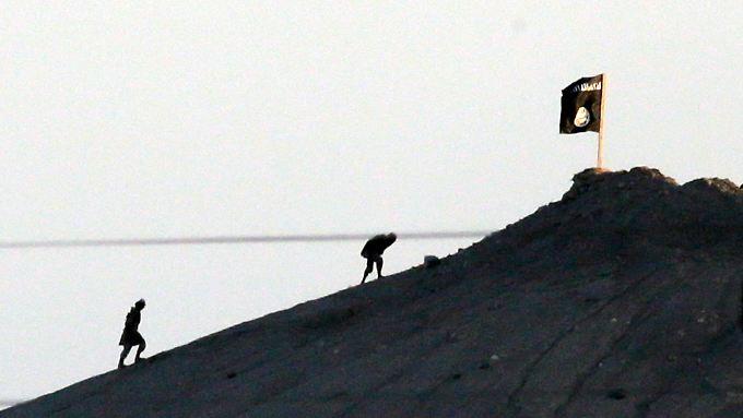 Der Islamische Staat hisst in Kobane schon seine Flagge.