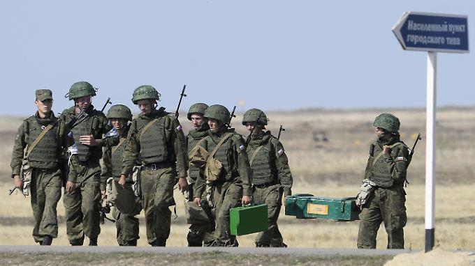 Russische Soldaten bei einem Manöver in der Region Wolgograd: 17.600 Mann sollen von dem Abzugsbefehl betroffen sein.