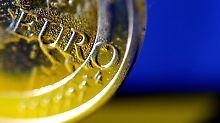 Die niedrige Inflation schont den Geldbeutel der Verbraucher. Doch Währungshüter warnen vor Risiken.