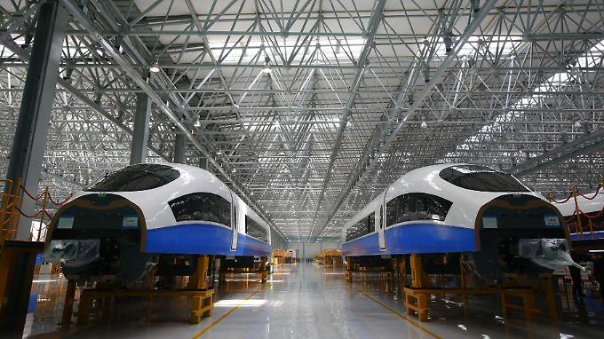 Der chinesische Hochgeschwindigkeitszug CRH 380 A  wird von CSR entwickelt und gebaut.