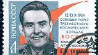 Kommandant Wladimir Komarow muss vorzeitig den Rückweg antreten. Als er nach dem Wiedereintritt in die Atmosphäre in etwa sieben Kilometern Höhe den Hauptfallschirm öffnen will, versagt dieser. Die Landekapsel schlägt mit 145 km/h auf der Erde auf. Das kostet Komarow das Leben.