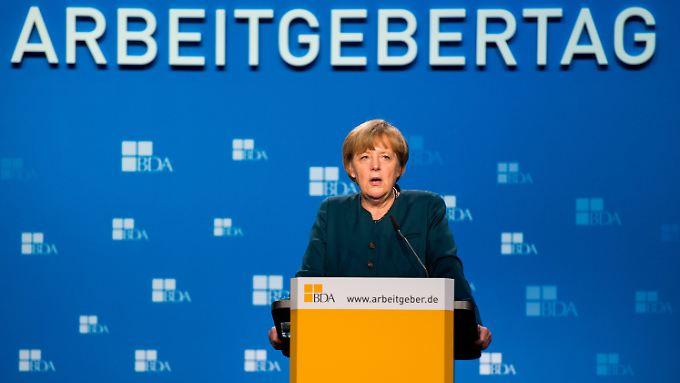 Spitzentreffen auf Arbeitgebertag: Merkel und Gabriel stellen sich Forderungen