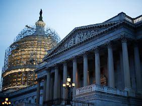 Schwindendes Herbstlicht am Wahltag: Die Kuppel des Kapitols ist für Sanierungsarbeiten eingerüstet.