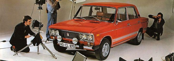 Das hochwertigste Fahrzeug kam 1976 auf den Markt und auch nach Ostdeutschland: der Lada 1600 LS. Seine primäre Produktion galt dem Export. Als Motor fungierte ein 1568-Kubikzentimeter-Benzinmotor mit 78 PS. In den späten 1980er Jahren ersetzten die Holzverkleidung und die Ledersitze Kunststoff und Kunstleder und der 2106 war mittlerweile das Einstiegsmodell von Lada.