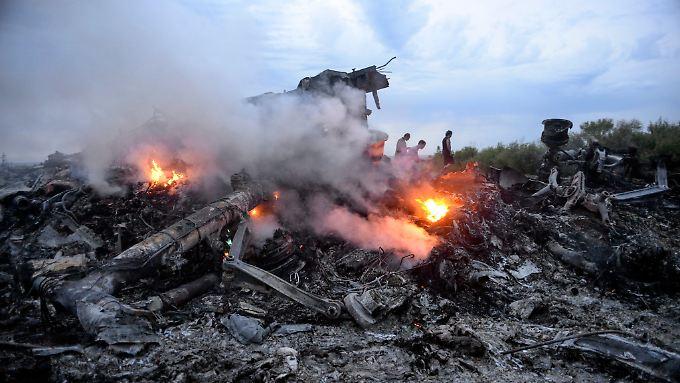 Ausgebrannte Wrackteile der MH17