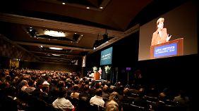 Klartext in Sydney: Merkel warnt, Putin stelle die europäische Friedensordnung in Frage.
