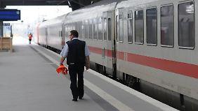 Zu viel Lesestoff: Tarifgespräch zwischen Bahn und EVG vertagt