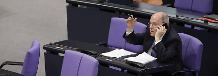 Abstimmung im Bundestag? Egal!: Gysi-Truppe schwänzt am häufigsten