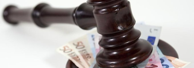 Bei der Suche nach einem Rechtsschutz-Tarif sollten Kunden sich nicht von Extras wie einer telefonischen Rechtsberatung blenden lassen, rät die Stiftung Warentest.