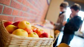 Angeblich ein eher seltenes Bild: Obst in Schul-Kantinen.