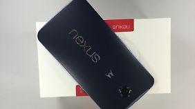 Beim Nexus 6 kann auch der Plastik-Rücken entzücken.