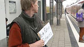 Pappschild statt Fahrkarte: Dirk Jessen ist bekennender Schwarzfahrer