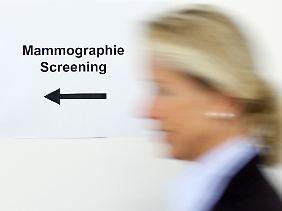 Bei Frauen können Mammografien zu einer Diagnose führen.