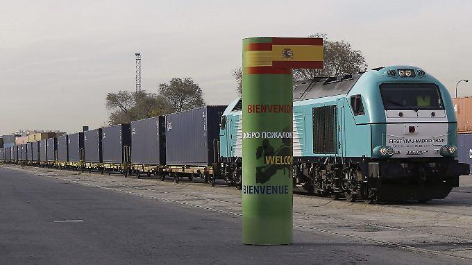 Der Zug bei der Ankunft in Madrid. Dutzende Male musste auf der Strecke die Lokomotive gewechselt werden.