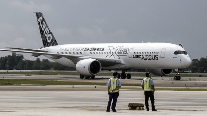 Die Erstauslieferung des neuen Großraumjets A350 verspätet sich.