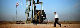 Pferdekopfpumpe über einem Ölfeld in New Mexico: Bislang zeichnet sich beim Verfall der Ölpreise keine Bodenbildung ab.