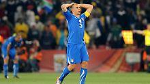 Schluss, aus, vorbei: Italiens Kapitän Fabio Cannavaro bei der WM. Inzwischen hat er seinen Rücktritt erklärt.