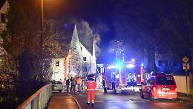 Rund 150 Feuerwehrmänner sollen in der Nacht im Einsatz gewesen sein.