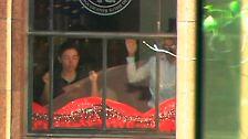 In Sydney nimmt ein bewaffneter Mann in einem Café zahlreiche Geiseln.