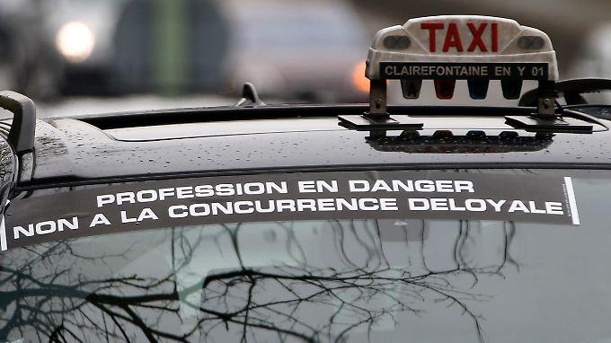 Die Behörden in Frankreich entschieden im Sinne der Taxifahrer, die gegen den Fahrdienst Uber protestierten.