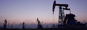 Sorge um die Konjunktur in China geben dem Ölpreisverfall weiter Nahrung.