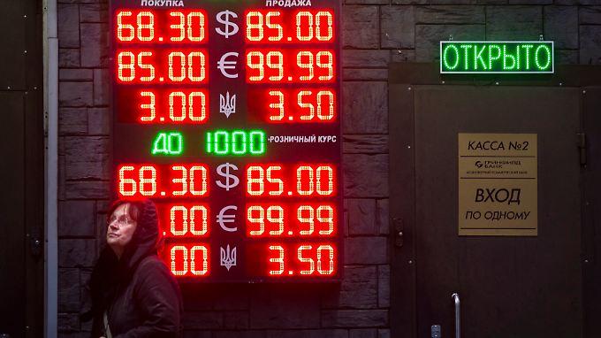 Der Rubel verliert kräftig an Wert.