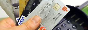Die Gebühren beim Kreditkarten-Einkauf im Einzelhandel werden von der EUgedeckelt. Ob die Einsparungen auch an den Konsumenten weitergereicht werden, entscheidet der Handel. Foto: Marc Müller