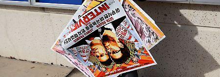"""Die Plakate von """"The Interview"""" werden wieder abgehangen - der Film kommt zumindest vorerst nicht in die Kinos."""