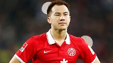 """""""Er redet eben nicht so viel, ist sehr zurückhaltend und bescheiden. Aber: Er lacht auch so."""" (Mainz-Manager Christian Heidel über Torjäger Shinji Okazaki)"""