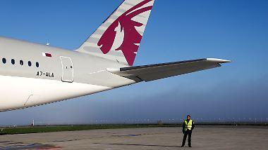 """Nach acht Jahren """"harter Arbeit"""": Airbus liefert ersten A350 an Qatar Airways aus"""