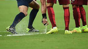 Seit dem 8. Spieltag ist die Fußball-Bundesliga unter die Sprayer gegangen.