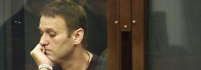 Umstrittener Prozess in Moskau: Kremlkritiker Nawalny schuldig gesprochen