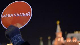 Demo nach umstrittenem Prozess: Russischer Oppositioneller Nawalny vorübergehend festgenommen