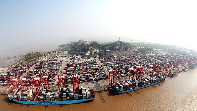 Der Freihandelshafen von Shanghai. Auch der Export wird die schwächelnde Konjunktur nicht ausgleichen können.