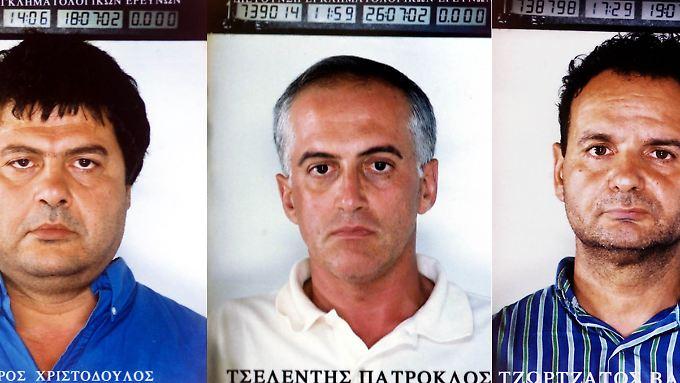 Die mutmaßlichen Terroristen 2003 auf einem Infoblatt der Polizei: Christodoulos Xiros, Patroklos Tselentis and Vassilios Tzortzatos (von links nach rechts)