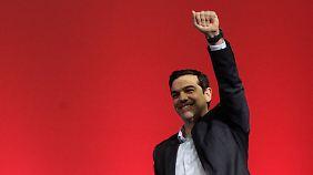 Syriza-Parteichef Alexis Tsipras schlägt leisere Töne an.