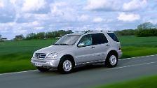 Das erste von Mercedes gebaute SUV, die M-Klasse, kommt in die Jahre und glänzt nicht mit anhaltender Qualität. Vor allem die Feststellbremse neigt zum Festrosten. Auch die Bremsleitungen lassen sich mit den Jahren gerne vom Rost auffressen.