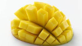 """Pur lässt sich eine Mango am besten als """"Igel"""" genießen."""