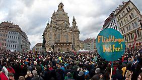 """Die Demo läuft unter dem Motto: """"Für Dresden, für Sachsen - für Weltoffenheit, Mitmenschlichkeit und Dialog im Miteinander""""."""
