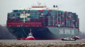 """CSCL Globe"" in Hamburg: Investitionen in Container-Giganten sind hochriskant"