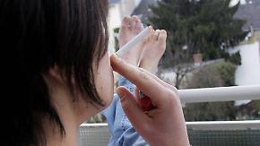 Urteil zum Qualmen auf dem Balkon: Raucher müssen Rücksicht auf Nachbarn nehmen