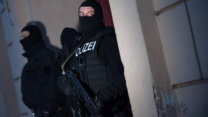 Razzia in Berliner Islamistenszene: Polizei nimmt zwei verdächtige Salafisten fest