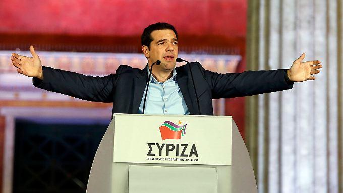 Alexis Tsipras vor jubelnden Anhängern in Athen.