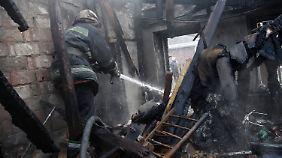 Gefechte um Donezk: Granaten schlagen immer häufiger in Wohnviertel ein